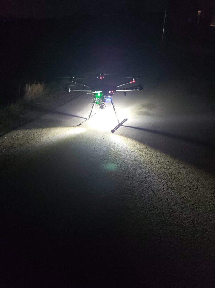 Dron dokonujący pomiarów