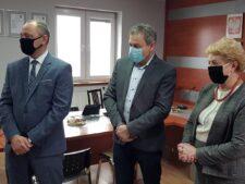 Na zdjęciu znajduje się Sławomir Wesołek, Przedwodniczący Rady Gminy Słupca Jerzy Kopczyński oraz Wójt Gminy SŁupca Grażyna Kazuś