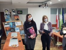 Na zdjęciu znajdują sie przedstawiciele Uni Wielkopolan oraz Nikola Gajda z mamą