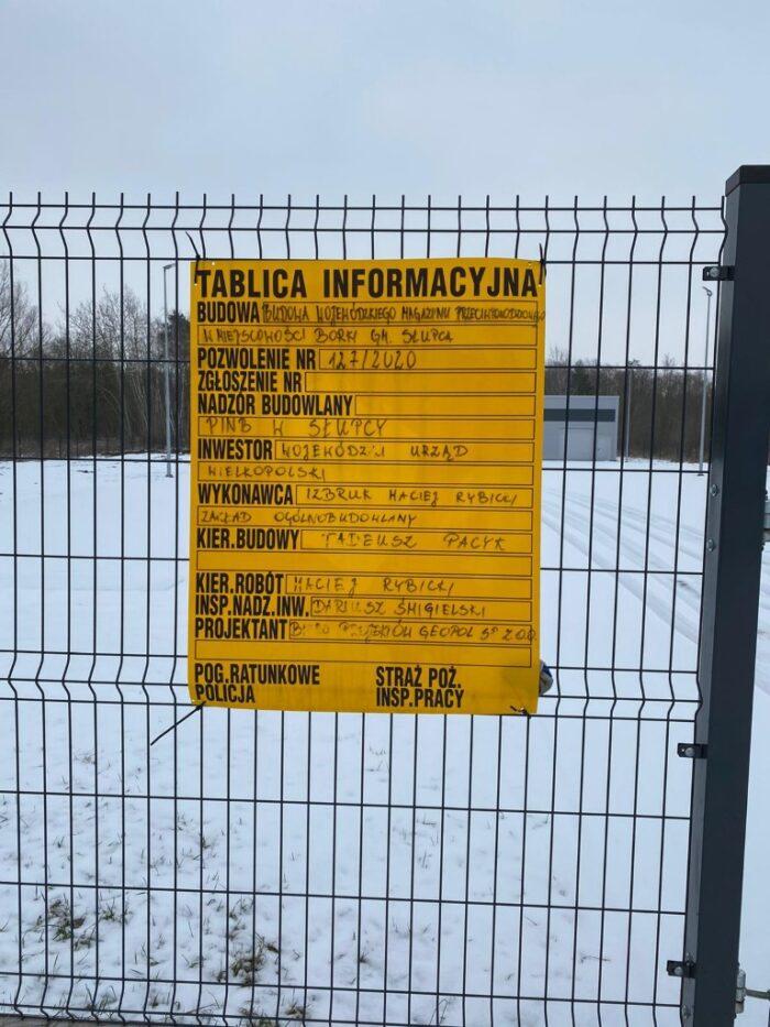 Zdjęcie tablicy informacyjnej budowlanej